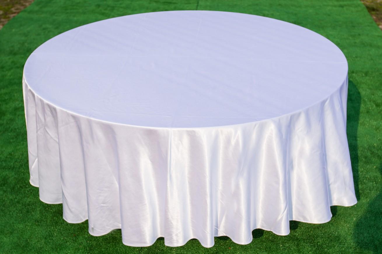Кръгла маса с покривка /бяла или екрю/