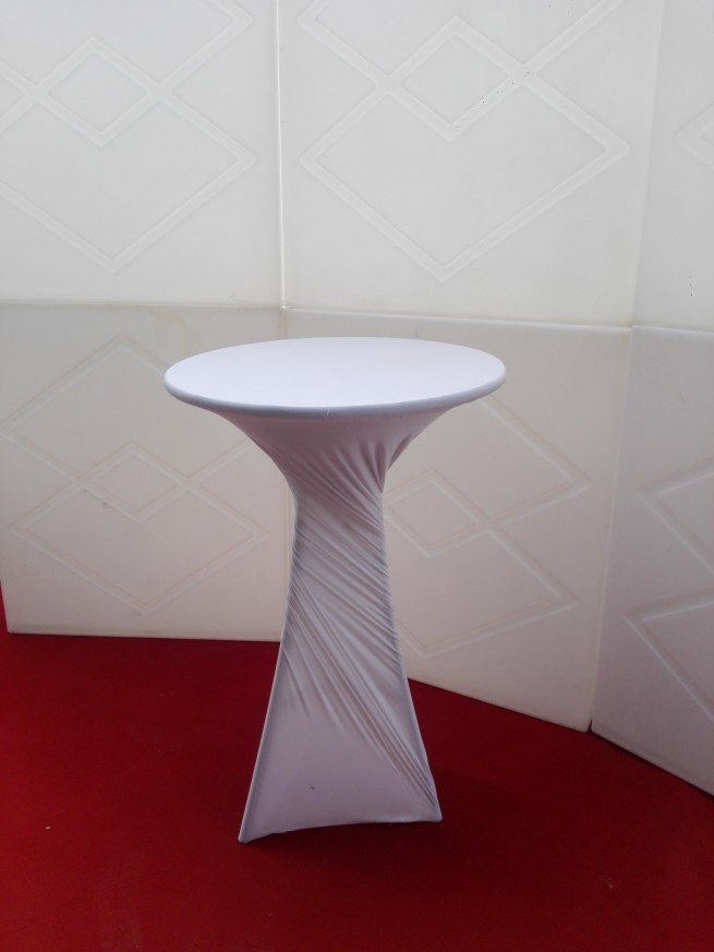 Коктейлна маса с бял стреч